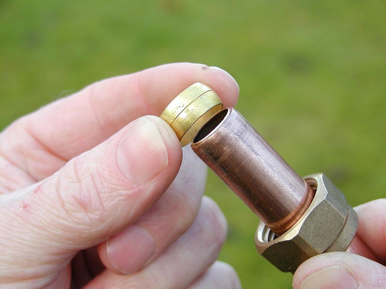 Assembler le cuivre par collet battu